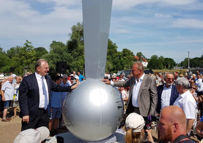 Hugo Junkers Denkmal Ikarus - Reiner Haseloff (Ministerpräsident des Landes Sachsen-Anhalt), Dieter Morszeck, Bernd Junkers und Peter Kuras (OB Dessau) (v.l.n.r) 25. Juni 2019